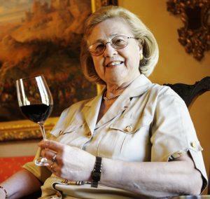 May-Eliane de Lencquesaing vin femme pauillac bordeaux